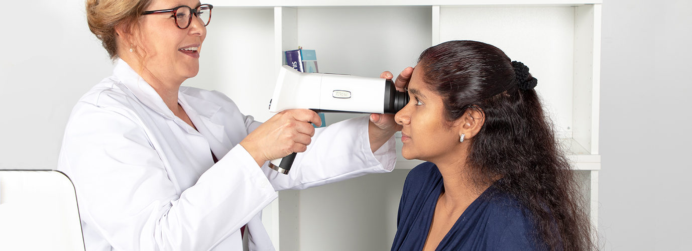 Optomed Aurora IQ imaging patient